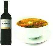 botella de vino y pote de verduras